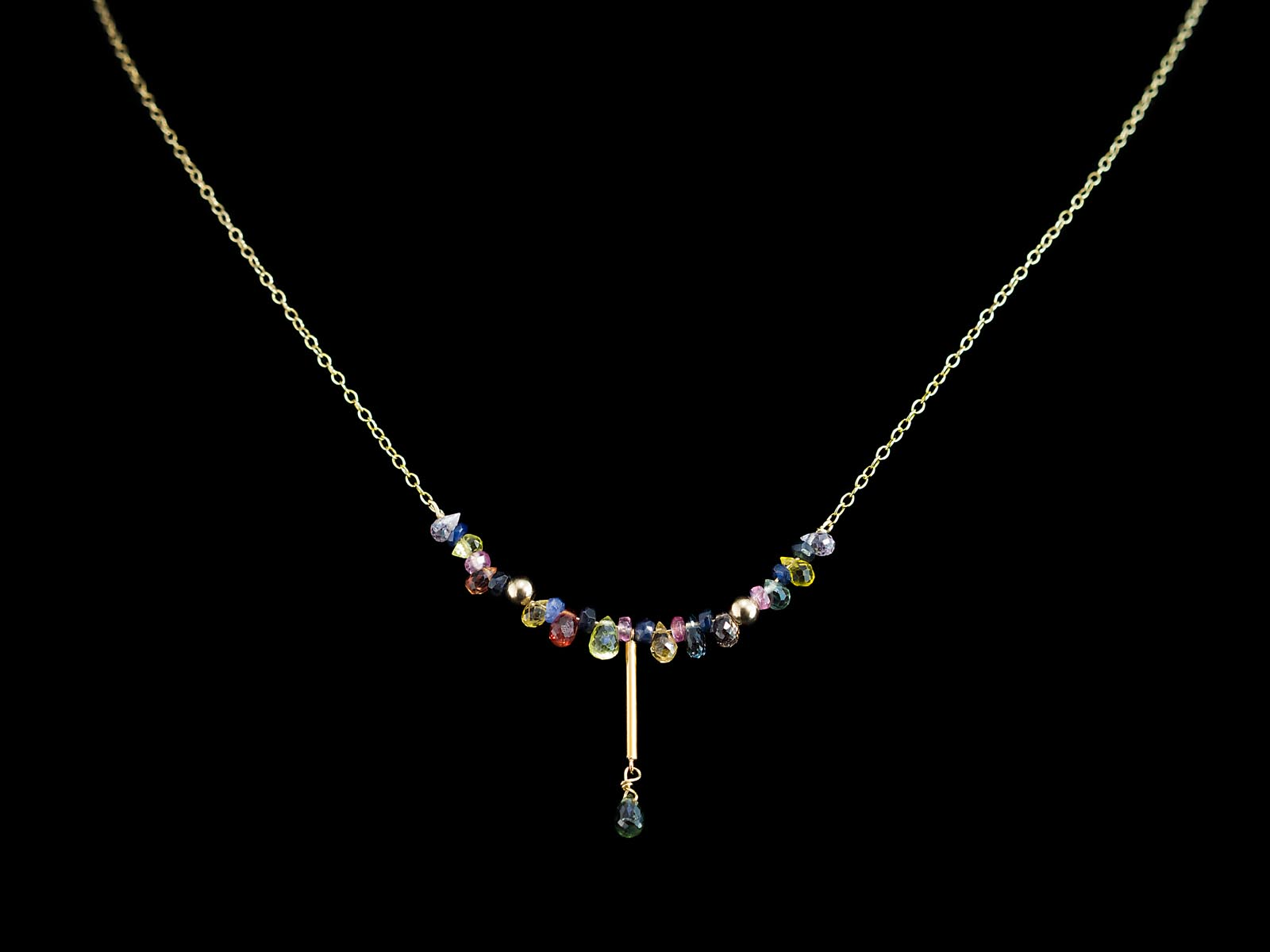 Multi coloured umba sapphire solid gold necklace with for Red black and green jewelry